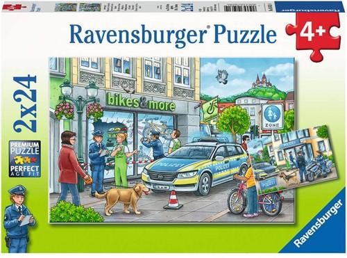 Ravensburger Onderweg met een politieagent