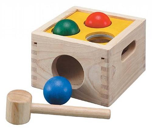 Plan Toys  Holz Lernspiel Hammer- und Formenspiel