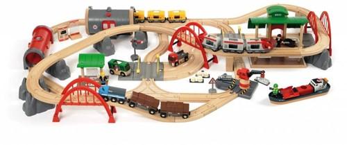 Brio Holz Eisenbahn Set Straßen & Schienen Bahn Set Deluxe 33052